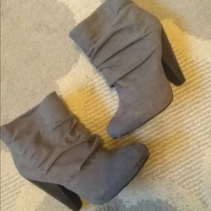 Chinese Laundry gray boots size 6